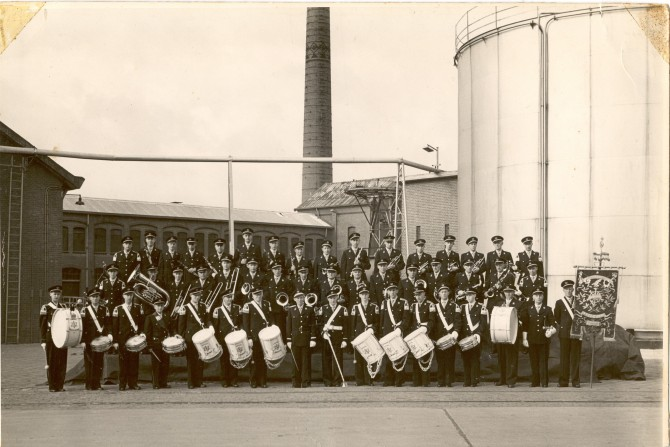 135, Muziekcorps cartona voor fabriek 1955, collectie H. de Best