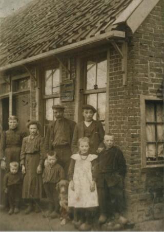 40.ad. De Fam. Wolter Meis  en  Anna Kaldijk.  ± 1910