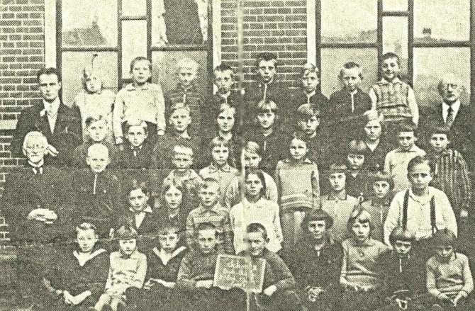 40.caa7.  Fre ,Wolter en Wolterdina op School te Oude Pekela.