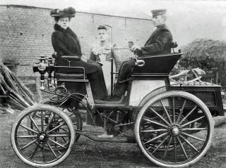 Eerste auto in de provincie Groningen-van Haiko van Russen