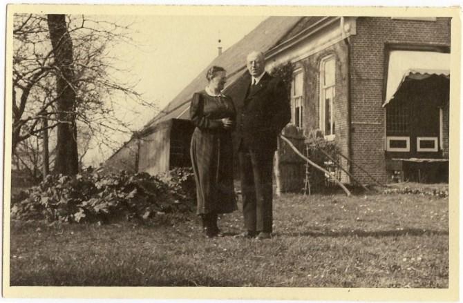 Herman Derk Louwes en Klaziena Sietje Spiets bij Nieuw Midhuizen
