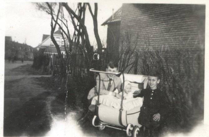 Jansje in de kinderwagenfoto 5