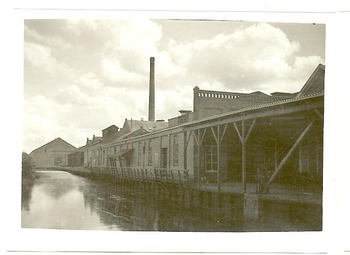 Strokartonfabriek Erica Oostwold voorkant vanaf de straatkant